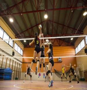 Ein paar Volleyballspielerinnen